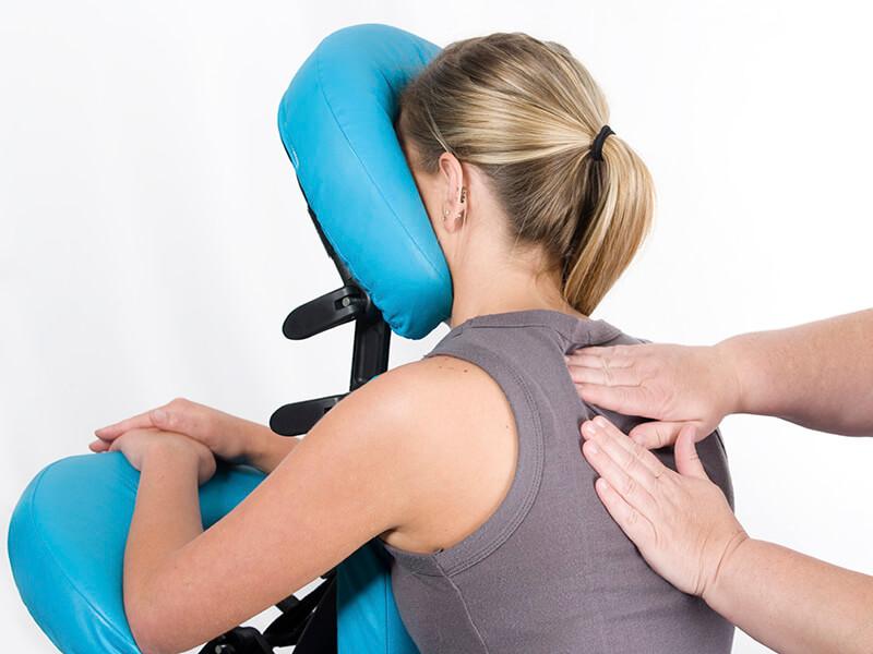 Manualna terapija in masaže Bruno Modno frizerstvo Frizerski salon Yvonne Chair masaža - Masaža na stolu 1 800x600