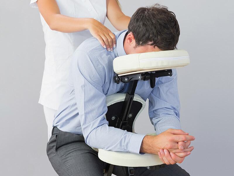 Manualna terapija in masaže Bruno Modno frizerstvo Frizerski salon Yvonne Chair masaža - Masaža na stolu 2