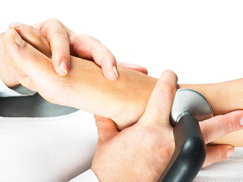 Manualna terapija in masaže Bruno Modno frizerstvo Frizerski salon Yvonne Tecar terapija 6