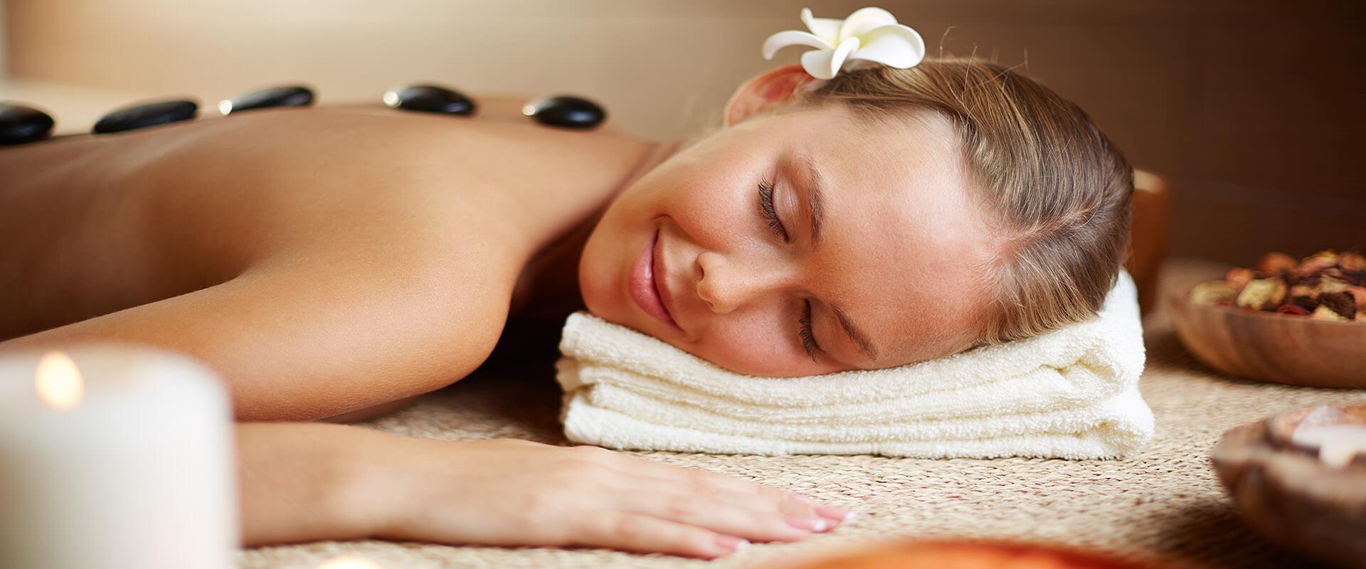 Manualna terapija in masaže Bruno Modno frizerstvo Frizerski salon Yvonne Hot stone - masaža z vročimi kamni hot stone slider